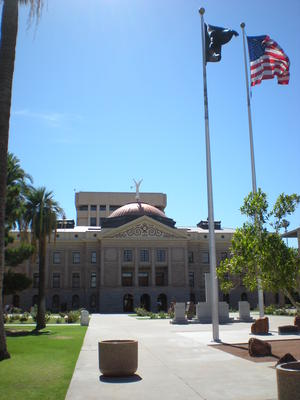 The front of the AZ Capitol building